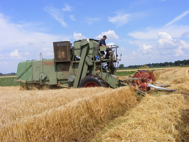 Oude combine Claas oogst zomergerst Agrifoto